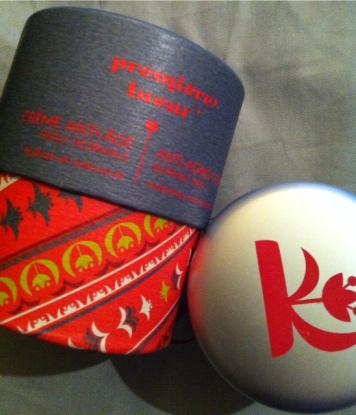 Cela faisait un moment que je voulais tester cette marque Kaolim. Les packagings sont chatoyants et colorés. Une ligne de soins inspirée de l'aromathérapie et de l'ayurveda.
